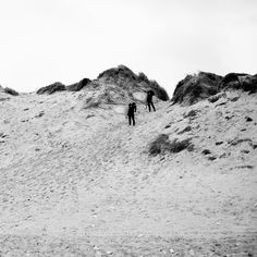 Heading out for the #waves climbing over the #dunes and being hit the amazing view of nature. Standing gazing spellbound. #coast #beach #surfing #coldhawaii #fujifilm_xseries #fujifilmnordic