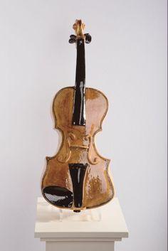 Keramische viool, kan als urn gebruikt worden.
