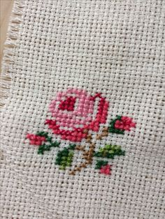 Hand Work Embroidery, Cross Stitch Embroidery, Cross Stitch Patterns, Needlepoint, Diy And Crafts, Flowers, Toss Pillows, Scrappy Quilts, Diy Artwork