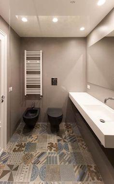 La zona lavabo e sanitari del bagno ospiti: Bagno in stile in stile Moderno di GDArchitetture