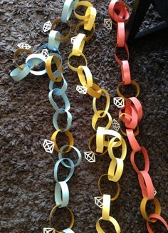 Diamond paper chain. DIY