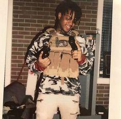 Aye he gonna get ready 😆😆 Gun Aesthetic, Aesthetic Images, Aesthetic Photo, Rapper Wallpaper Iphone, Rap Wallpaper, Skii Mask, Rap Cap, Skiing Quotes, Cute Rappers