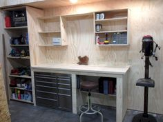 Closet workbench garage work table ideas bench and storage folding wood shop ta . simple office table design work desk buy for ideas small garage workbench Garage House, Garage Shed, Garage Doors, Diy Garage Work Bench, Shop Work Bench, Garage Racking, Work Shop Garage, Wood Work Bench Ideas, Workshop Storage