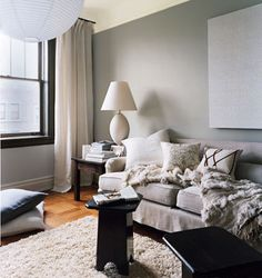 whant my living room to have this cool cozy feel (with browns, blacks, creams, and blues) Grey Room, Living Room Grey, Home Living Room, Living Spaces, Living Area, Black Window Frames, Small Apartment Decorating, Apartment Ideas, Living Room Inspiration