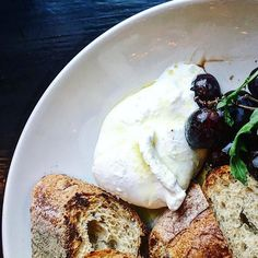 Is there a better way to start off the weekend than with burrata and bread? Ok how about that sweet happy hour at @stellabarra ($6 cocktails from 4-6) and free burrata with @yelpchicago check-in in. Don't forget your @lettuceentertainyou points! Oh and the conversation with @bullshitfreebabe was just what I needed and big thanks for the heads up on the best happy hour in town!  #DiningatmyDesk #chicagogrammers