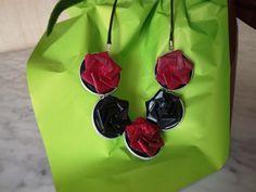Collier MT's Flowers en capsules nespresso recyclées et masking tape. Prix : 15 euros