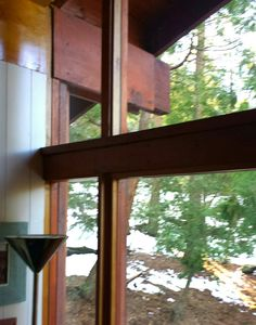 1957 Frank Gehry, David Cabin- First House, Idyllwild, California. Window frame trim and outside beam. #FrankGehry #FrankGehryFirstHouse #FrankGehryIdyllwild