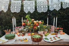 For her stylish fiesta, event designer Calder Clark goes beyond the requisite guacamole and margarita. Mexican Table Setting, Paella Party, Margarita Party, Brunch Party Decorations, Party Fiesta, Celebrate Good Times, Birthday Centerpieces, Planner Decorating, Mexican Party