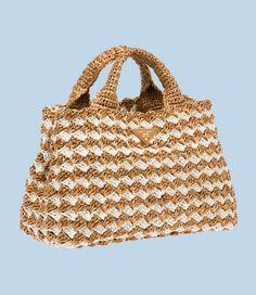 Raffia crochet handbag by Prada Crochet Handbags, Crochet Purses, Crochet Bags, Diy Sac Pochette, Patchwork Bags, Knitted Bags, Beautiful Crochet, Handmade Bags, Purses And Bags
