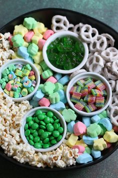 This easy Leprechaun Snack Mix makes the perfect treat for St. This sweet and salty snack is packed with all of your little ones' favorite treats that they will love mixing up with you! St Patricks Day Crafts For Kids, St Patricks Day Food, St Patrick's Day Crafts, Fete Saint Patrick, Sant Patrick, Charcuterie Recipes, Charcuterie And Cheese Board, Holiday Snacks, Holiday Recipes