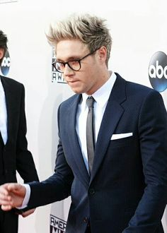 Niall Horan 2015 Ama's Glasses    BOYYYYY...
