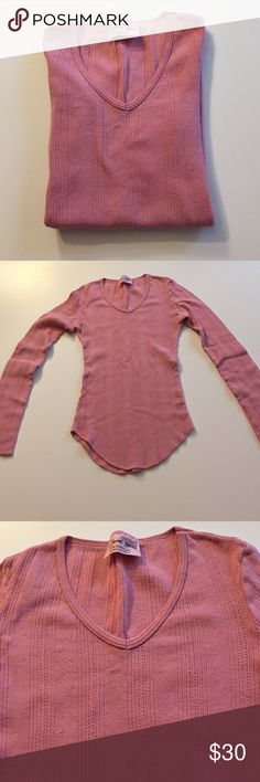 """Michael Stars Dusty Rose Long Sleeve Tee Excellent condition. 100% cotton. Lightweight thermal. 12"""" from armpit to armpit. 18"""" long at edge of shirt. Bottom edge is tapered. One size fits most but probably better from XS to L. Not from a smoke-free house. Michael Stars Tops Tees - Long Sleeve"""