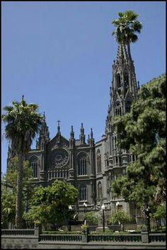 Catedral de Arucas Gran Canaria Wonderful Places, Beautiful Places, Places Around The World, Around The Worlds, Places In Spain, Destination Voyage, Destinations, Canario, Temples