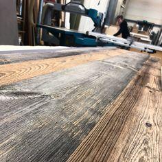 Bij 't Kroonhuys verwerken we prachtige zonverbrand vuren planken tot kastenwanden Hardwood Floors, Flooring, Projects, Repurpose, Wood Floor Tiles, Log Projects, Wood Flooring, Blue Prints, Floor