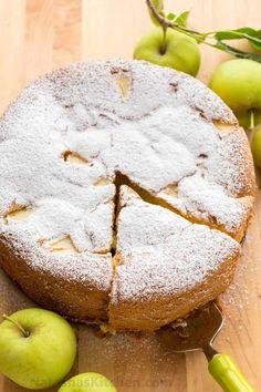Apple Sponge Cake, Moist Apple Cake, Easy Apple Cake, Apple Cake Recipes, Apple Desserts, Easy Cake Recipes, Easy Desserts, Baking Recipes, Delicious Desserts