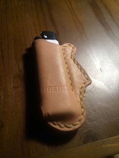 Vegtan leather lighter case #leathergoods #leather #leathercraft #vegtan #stratocaster