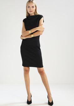 ¡Consigue este tipo de vestido de tubo de KIOMI TALL ahora! Haz clic para ver los detalles. Envíos gratis a toda España. KIOMI TALL BODYCON DRAPY Vestido de tubo black: KIOMI TALL BODYCON DRAPY Vestido de tubo black Ropa   | Material exterior: 95% poliéster, 5% elastano | Ropa ¡Haz tu pedido   y disfruta de gastos de enví-o gratuitos! (vestido de tubo, ajustado, ajustados, entallados, ceñido, ceñidos, bandage, tube, tight, pencil, band, fitted, wrap, skimming, figure-skimming, fits, s...