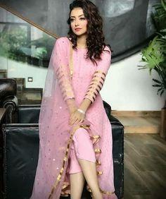 Blouse Designs Silk, Dress Neck Designs, Stylish Dress Designs, Designs For Dresses, Neckline Designs, Stylish Dresses For Girls, Simple Dresses, Dresses For Work, Simple Pakistani Dresses