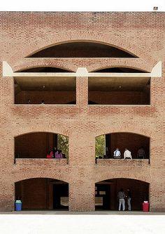 Louis Kahn / Indian Institute of Management, Vastrapur, Ahmedabad, Gujarat, India. Louis Kahn, Brick Architecture, Beautiful Architecture, Architecture Details, Brick Building, Building Exterior, Masonry Work, Brick Facade, Famous Architects