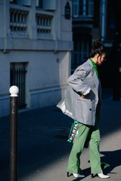 Street style during Paris Fashion Week on Wednesday, February in Paris, France. Photo by Adam Katz Sinding for W Magazine. Fashion Week 2018, Fashion Now, Star Fashion, Paris Fashion, Street Fashion, Latest Fashion, Fashion Tips, Spring Summer Fashion, Autumn Winter Fashion