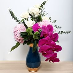 Beautiful decorative flower bouquet arrangement in a vase. Best Flower Delivery, Flower Delivery Service, Online Flower Shop, Order Flowers Online, Online Florist, Amazing Flowers, Ferns, Flower Decorations, Floral Arrangements