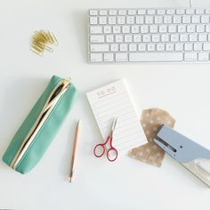 cute desk | Smitten on Paper