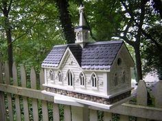 This wonderful functional birdhouse is inspired by the Iconic Star Barn in the Amish Country near Lancaster County, Pennsylvania. Stars decorate all around this Country Classic with a river stone foundation. The entrance hold measures 1 1/4 inch to accommodate common cavity dwellers such as Wrens, Finches, Chickadees, Nuthatches and Titmice. Bring charm and function to your yard with this Star Barn Bird House! - JacobsOutdoor