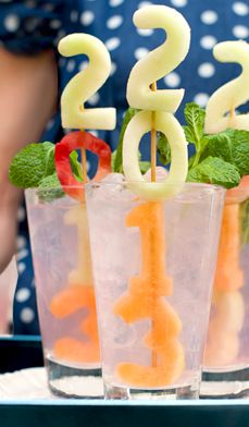 Serve drinks that double as décor.Your beverages can also do double duty, providing refreshment and adding some party pizzazz. Using numbered cookie cutters, cut fruit (watermelon, cantaloupe, honeydew, pineapple into numbers and place on skewers. Then freeze and add to tall glasses of iced tea, lemonade or these watermelon coolers.
