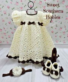 Crochet Girls Dress Free Patterns & Instructions CrochetBumble Bee Dress & Hat FreePattern- Girls Free Patterns The post Crochet Girls Dress Free Patterns & Instructions appeared first on Do It Yourself Diyjewel.Crochet Girls Dress Free Patterns & I Häkelanleitung Baby, Baby Girl Fall, Baby Set, Baby Kind, Baby Girl Crochet, Crochet Baby Clothes, Crochet Baby Shoes, Newborn Crochet, Crochet Dresses