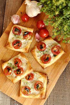 New Recipes, Snack Recipes, Snacks, Tasty Dishes, Bruschetta, Mozzarella, Vegetable Pizza, Bakery, Food And Drink
