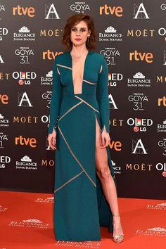Manuela Vellés de Ana Locking y sandalias de Úrsula Mascaró en los Premios Goya 2017