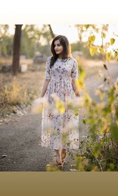 Midy dress - All About Simple Frock Design, Girls Frock Design, Long Dress Design, Dress Indian Style, Indian Fashion Dresses, Indian Designer Outfits, Designer Dresses, Simple Frocks, Casual Frocks
