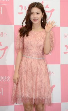 Actress Kim So-eun attends a press event for her new TV series, 'That Man Oh Soo', in Seoul on Wednesday. Tae Oh, Kim So Eun, Korean Entertainment News, Lee Jong Hyun, New Tv Series, Boys Over Flowers, March 1st, Korean Actresses, Jonghyun