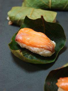 Photo Tutorial: Japanese Persimmon Leaf wrapped Salmon Sushi | Kakinoha Sushi 柿の葉寿司
