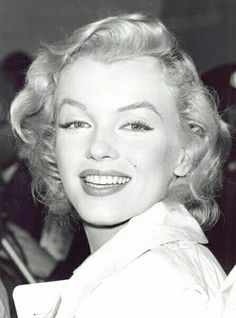 Marilyn on her arrival in England, July 14th 1956.