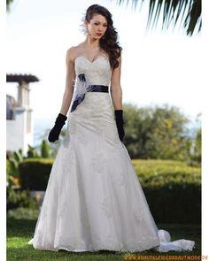 2013 Elegantes berlines Brautkleid aus Spitze und Tüll Herzausschnitt Brautmode mit langer Schleppe