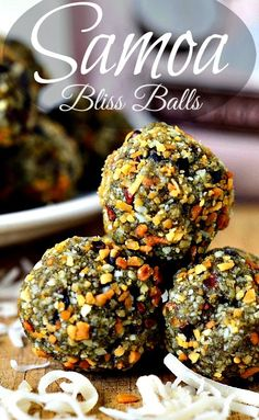 Homemade snacks are the best! Know exactly what you're giving to your kid with these protein balls recipes. Delicious, nutritious, and filling. Protein Snacks, Protein Bites, Protein Ball, Energy Snacks, Hemp Protein, Vegan Treats, Healthy Treats, Healthy Food, Fat Bombs