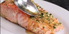 The secret of her salmon recipe is the sauce she pours on it - Today Pin Asian Fish Recipes, Tilapia Fish Recipes, Recipes With Fish Sauce, Whole30 Fish Recipes, White Fish Recipes, Easy Fish Recipes, Salmon Recipes, Keto Recipes, Vegetarian Recipes