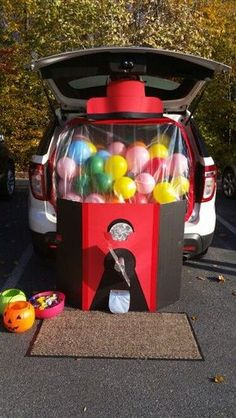 16 Trunk or Treat Decorating Ideas - - What is trunk-or-treat? It is one of a special event on Halloween night at parking car area. Trunk-or-treat is very popular for student and also a church. Most of the car is decorated with Halloween t. Soirée Halloween, Holidays Halloween, Halloween Treats, Halloween Decorations, Halloween Carnival, Halloween Festival, Halloween Treat Ideas For School, Fall Festival Decorations, Halloween Balloons