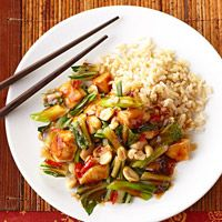 Kung Pao Chicken - Diabetic Living - rice vinegar - cornstarch - dried red chili peppers - green onions - 2 cups bok choy - fresh ginger - unsalted dry roasted peanuts - brown rice