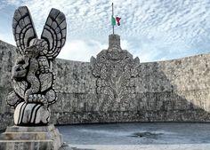 Monumento a la Patria en el Paseo de Montejo del escultor Rómulo Rozo. Mérida, estado de Quintana Roo.