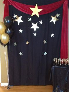 finished photo backdrop for Hollywood party