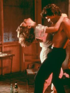 Jennifer Grey and Patrick Swayze in Dirty Dancing - Couple Dirty Dancing, Dancing Couple, Iconic Movies, Old Movies, Cinema, Dance Photos, My Tumblr, Couple Goals, American