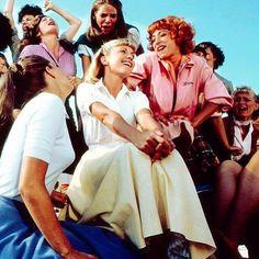Recuerdas? #welove la camisa blanca de Olivia Newton-John en Grease... Tell me more!! #sabemosdecamisas (y de cine ;)