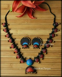 terracotta necklace for silk sarees Quilling Jewelry, Polymer Clay Jewelry, Jewelry Crafts, Jewelry Art, Antique Jewelry, Funky Jewelry, Trendy Jewelry, Jumka Earrings, Teracotta Jewellery