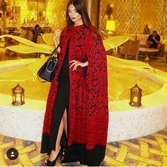 This caftan 😍 Abaya Fashion, Muslim Fashion, Modest Fashion, Fashion Outfits, Abaya Designs, Caftan Dress, Cape Dress, Hijab Dress, Abaya Chic