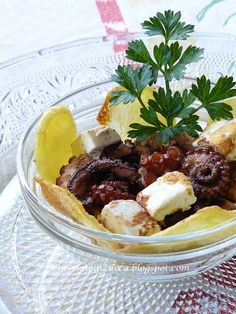 Un modo nuovo per servire il solito polipo con patate...provate a servirlo così, è originale ed i sapori sono diversi e più particolari... N...