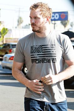 Chris pratt photos: 100 hottest photos of the 'jurassic world' actor (pics) Star Lord, Chris Pratt, Chris Evans, Hottest Pic, Hottest Photos, Jurassic World Actors, Captain America Shirt, Guardians Of The Galaxy, My Boyfriend