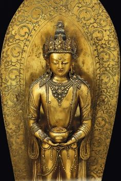 A large and rare gilt bronze figure of a standing Amitayus with aura on a lotus flower, Zanabazar, Mongolia, third quarter of century - Fine Chinese Works of Art - Cambi Casa d'Aste Buddha Artwork, Nepal Art, Amitabha Buddha, 17th Century Art, Old Cemeteries, Angel Statues, Religious Icons, Buddhist Art, British Museum