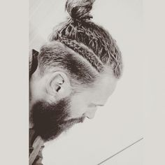 """Man bun envy. #beard#manbun#manbraid#regram @beardalicious_"""